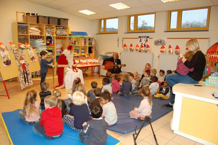 6 décembre, st Nicolas est venu dans notre école!